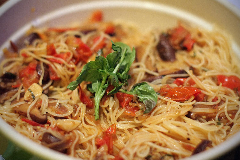 pasta capellini con salsa cruda   foodie in focus